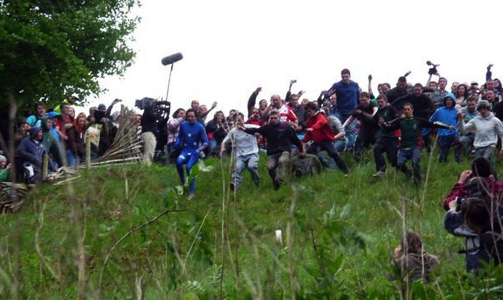 Coopers Hill Cheese Rolling - Photo: www.cheese-rolling.co.uk