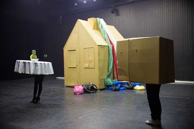 Figurentheater-Festival, Miet Warlop, Belgien: Springville - Photo by: Erich Malter, 2013