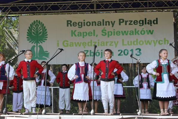 Folk Bands Singers Presentation in Zbojna - Photo courtesy of www.4lomza.pl