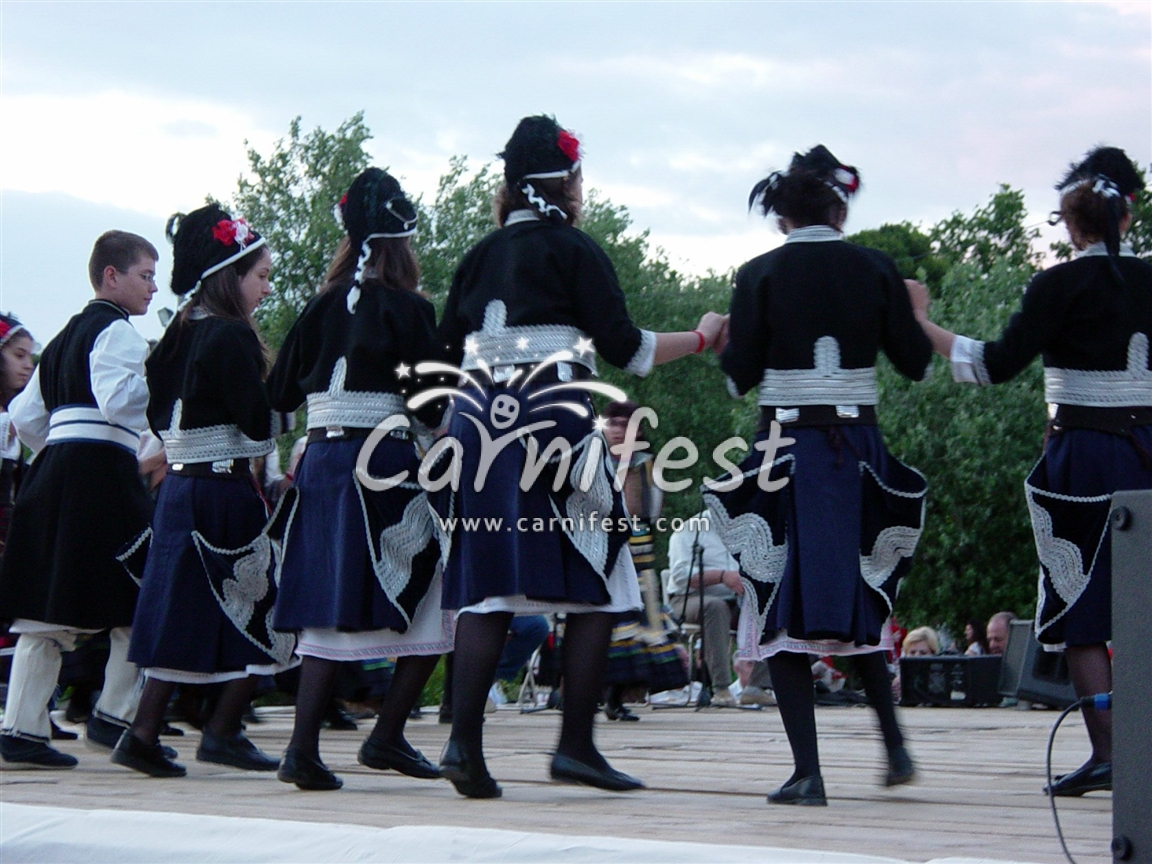 Greece, Traditional dance  in Thessaloniki - Photo by CarniFest Online © All Rights Reserved