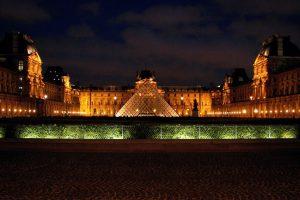 Louvre Pyramid (Pyramide du Louvre) - Photob by:  hurley_gurlie182