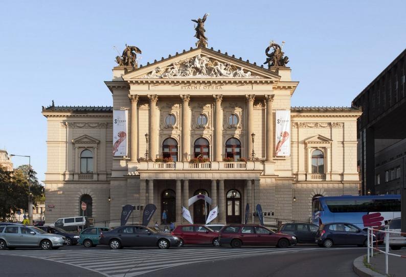 Prague State Opera - Photo: http: www.strunypodzimu.cz