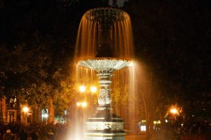 St-Louis Square Montréal Fountain Night Lights - Photo by: Maurice Nante [Via-pixabay.com]