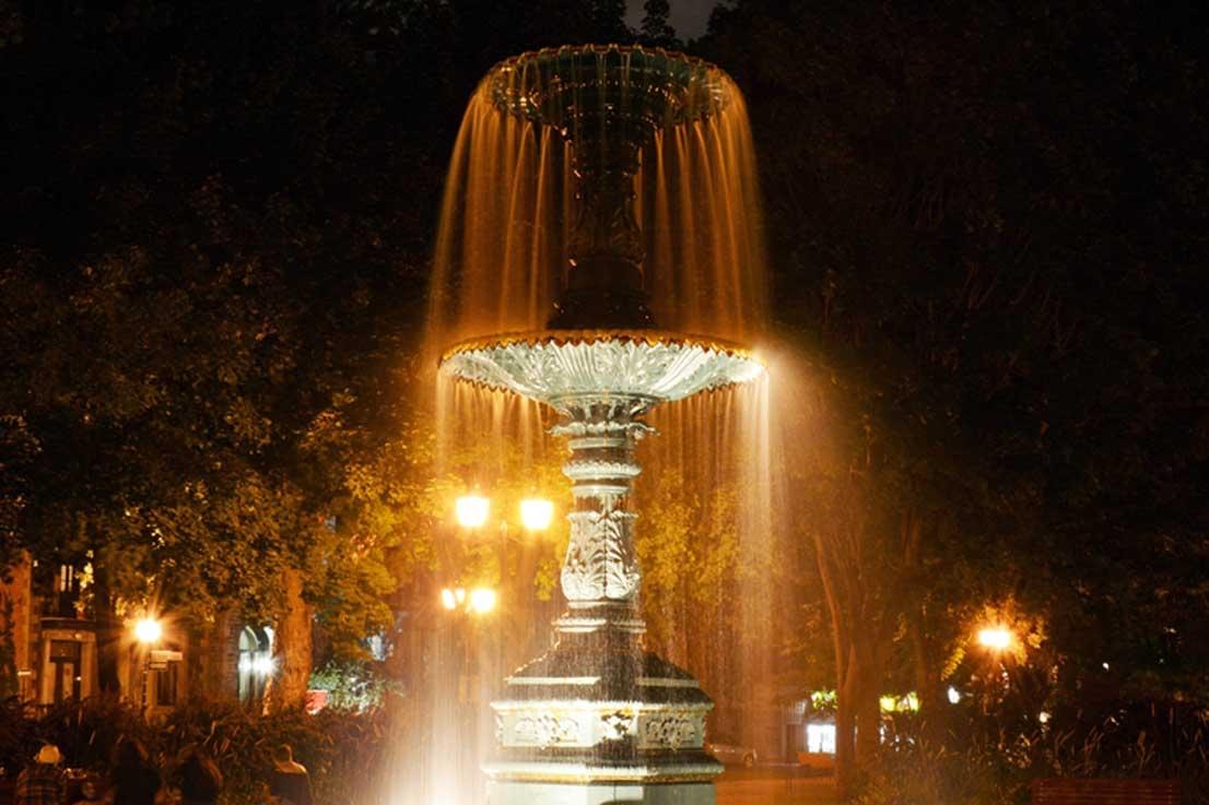 St-Louis Square Montréal Fountain Night Lights - Photo by: Maurice Nante [Via-pixabay.com]