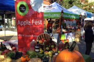 Photo: www.lincolnsquare.org/slesh-apple-fest
